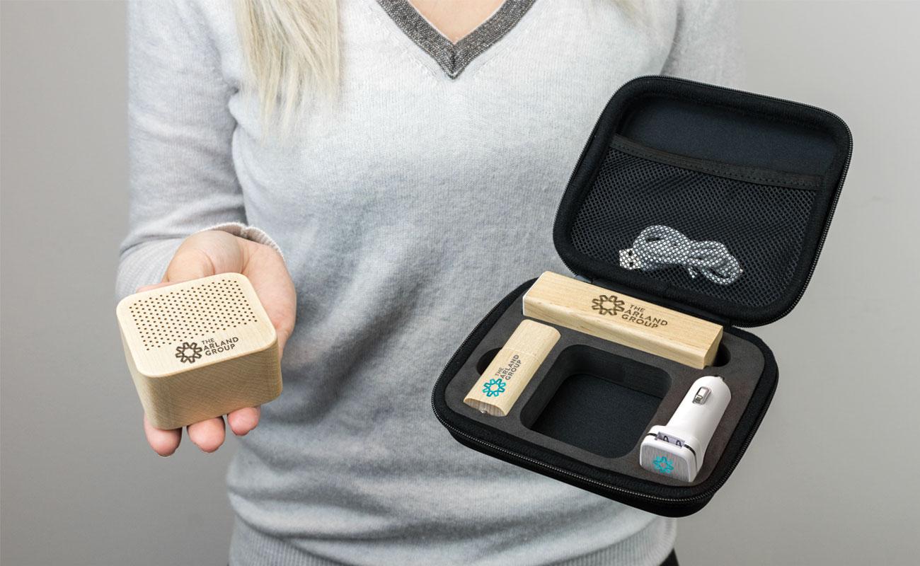 Maple L - USB Med Logo, Powerbank Med Tryk, Custom Car Charger  og  Højtalere Tryk