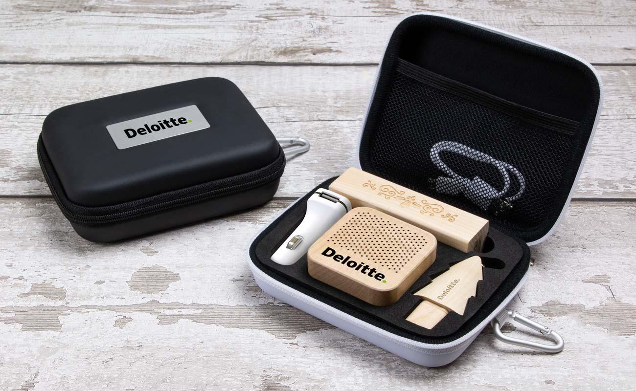Noel L - USB Med Logo, Powerbank Med Tryk, Custom Car Charger  og  Højtalere Tryk